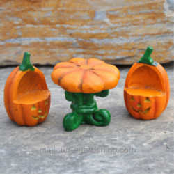Pumpkin Table with Chairs